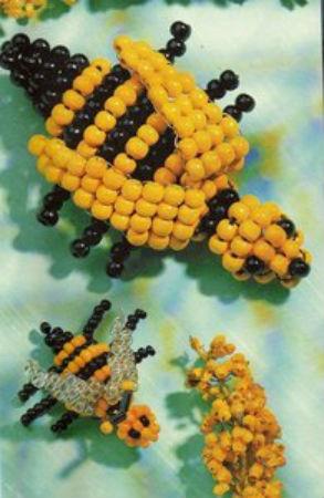 Яркая пчелка из бисера