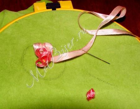 вышивка лентами подушки фото