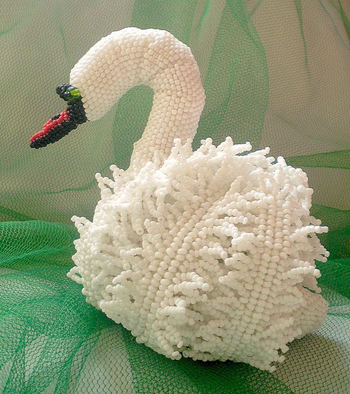 плести из бисера лебедя,